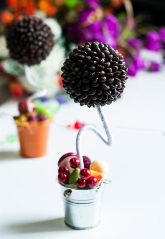 Топиарий с фруктами в ведерке
